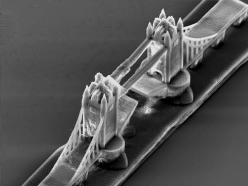 Nano-escultura del Puente de Londres